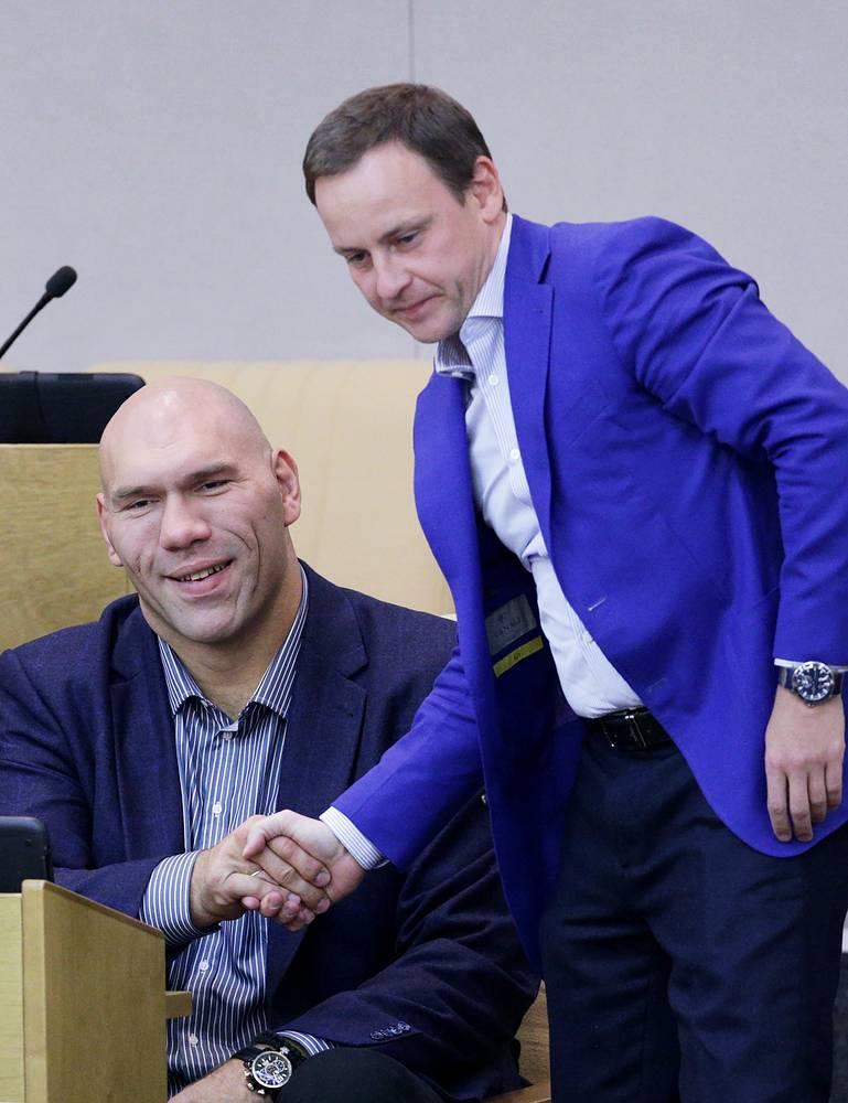 Член комитета по физической культуре Николай Валуев и зампред комитета по ЖКХ Александр Сидякин
