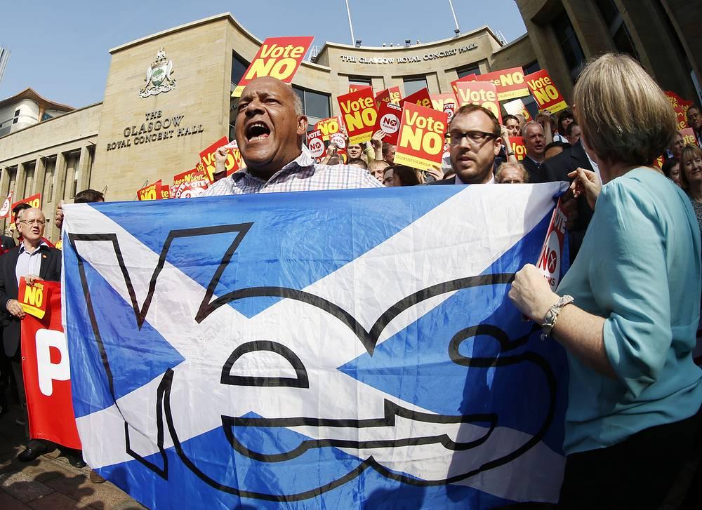 """Агитационные мероприятия в поддержку или против независимости начались еще 31 мая и проводились в течение 16 недель. Кампания """"Да, Шотландия"""" объединила сторонников отделения от Великобритании"""