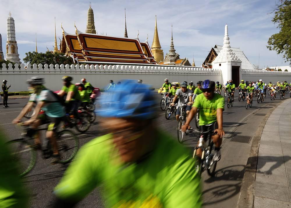 В этот день автомобилистам предлагают отказаться от машины и воспользоваться общественным транспортом или велосипедом. На фото: День без автомобиля в Бангкоке, 2014 год