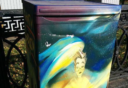 Один из холодильников для буккроссинга, появившихся на улицах Новосибирска