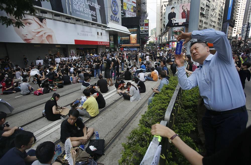 В Китае с вечера 28 сентября заблокирована функция добавления фотографий в Instagram. Причиной такого ограничения, как отмечают некоторые китайские новостные интернет-сайты, стало размещение пользователями социальной сети снимков с акций протеста в Гонконге