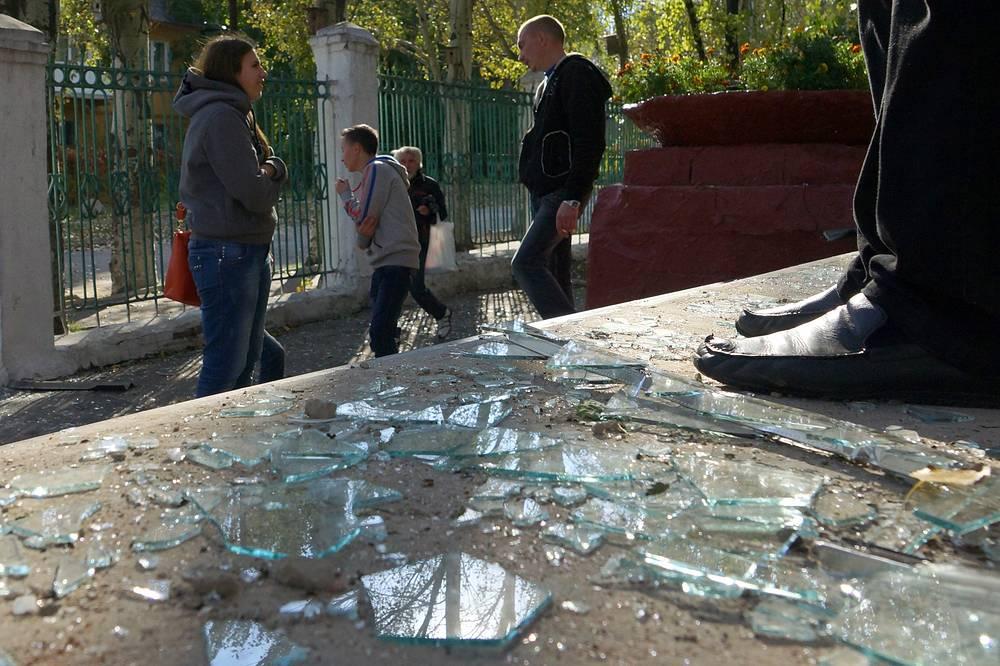 Погибли четыре человека из числа прохожих, учащиеся школы и учителя не пострадали