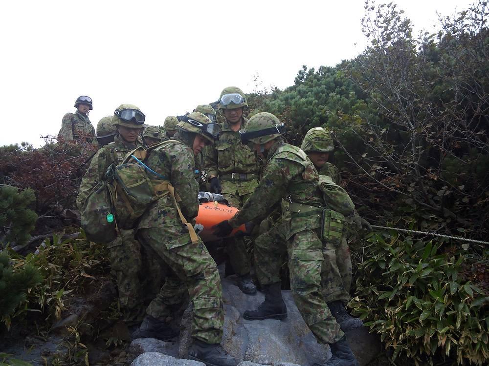 Спасательные работы на месте извержения вулкана