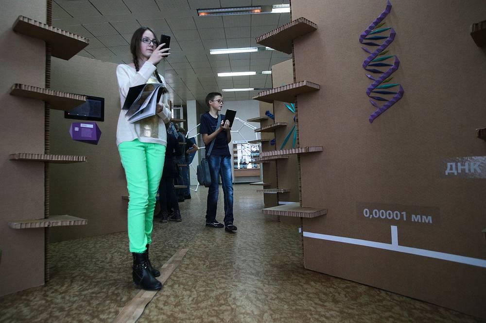 """Выставка """"Смотрите, это нано"""" в государственной публичной научно-технической библиотеке Новосибирска"""