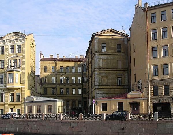 Дворовый фасад особняка со стороны Мойки