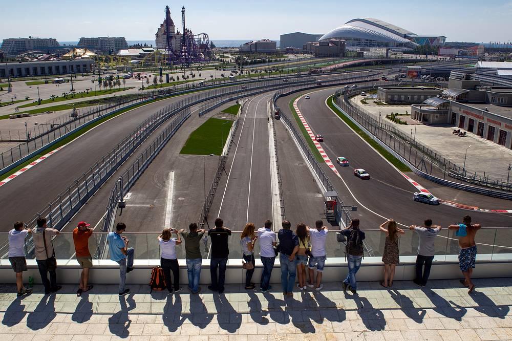 Автодром в Сочи является единственной в мире гоночной трассой, расположенной в непосредственной близости от олимпийских объектов