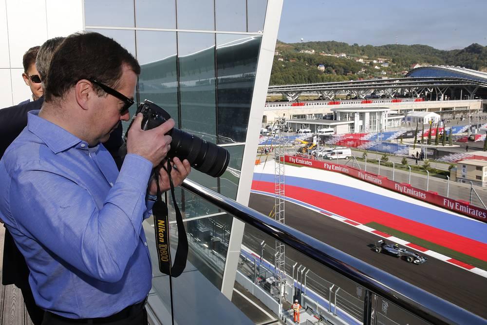 Дмитрий Медведев во время гонки