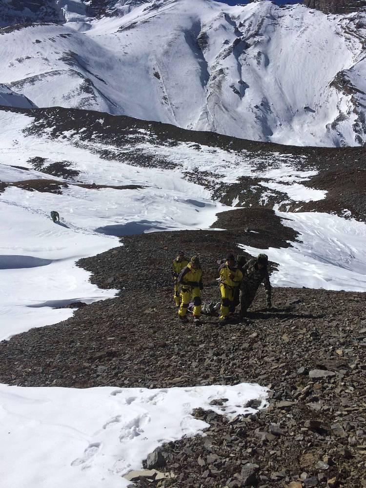 15 октября в Непале снежная буря вызвала сход лавин, которые унесли жизни 30 человек, еще около 70 считаются пропавшими без вести. В спасательной операции участвуют четыре вертолета, подразделения военнослужащих, полицейские, представители Ассоциации треккинговых агентств Непала (АТАН), а также добровольцы из числа местных жителей
