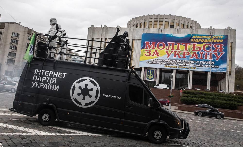 """Интернет-партия Украины  провозглашает задачу создания эффективного механизма государственного управления. Как отмечается на сайте партии, для достижения поставленной цели необходимо внедрить программу """"Электронное правительство"""", которая объединит все госорганы и наладит их связь между собой, а также с предпринимателями и обычными гражданами"""