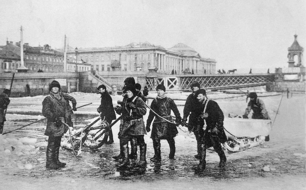 Ледокол на реке Неве, начало ХХ века