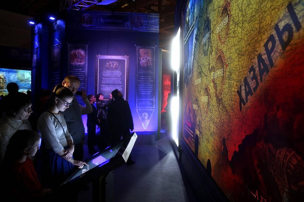 """По словам ответственного секретаря Патриаршего совета по культуре архимандрита Тихона (Шевкунова), задачей организаторов было создать особое интерактивное пространство - """"исторический парк"""", который поможет лучше понять многие страницы родной истории"""