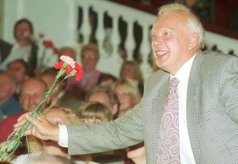 Александр Потапов во время сбора труппы Малого театра. 2001 год