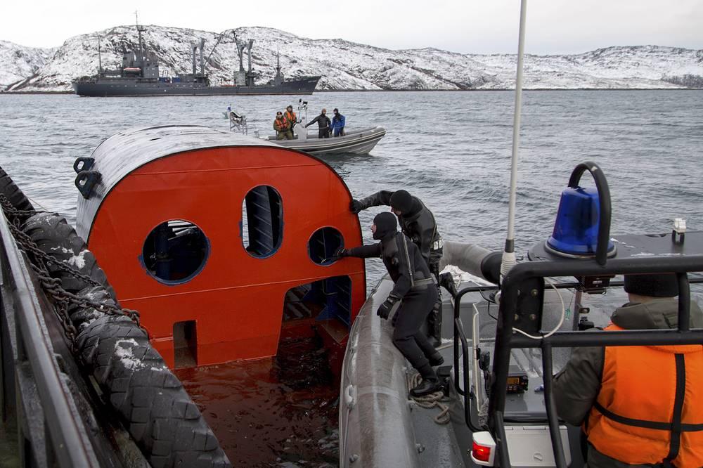 """Учения по испытанию всплывающей спасательной камеры на подводной лодке """"Северодвинск"""""""