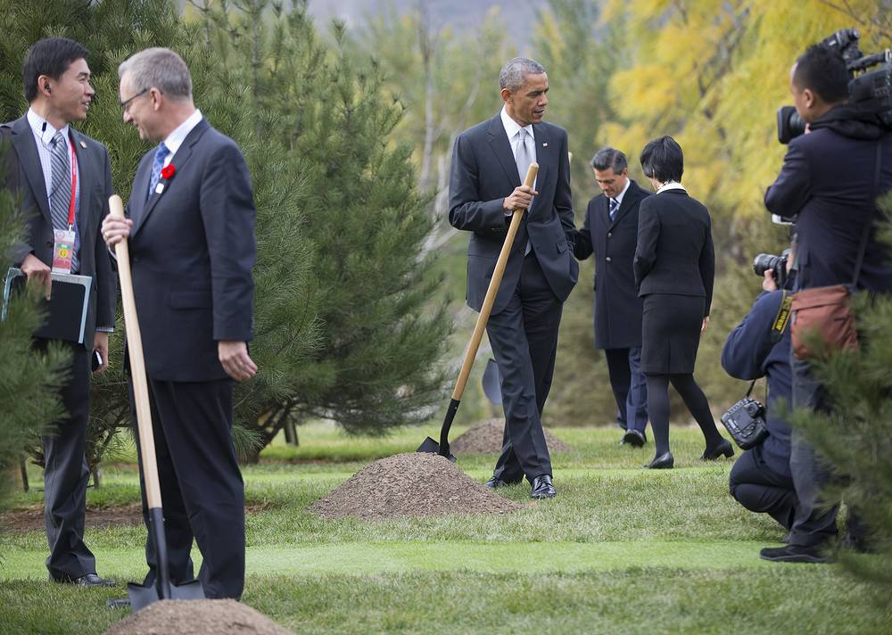 Министр международной торговли Канады Эд Фаст, Барак Обама и президент Мексики Энрике Пенья Ньето