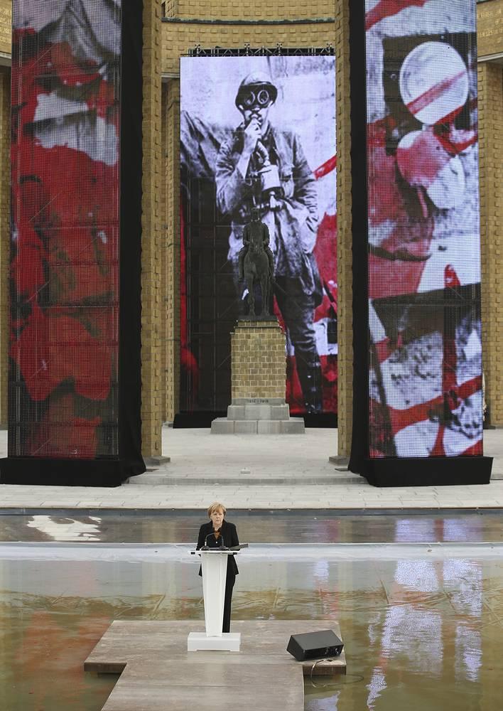 Канцлер Германии Ангела Меркель на церемонии, посвященной 100-летию битвы на Изере. Ньюпорт, Бельгия, 28 октября 2014 года