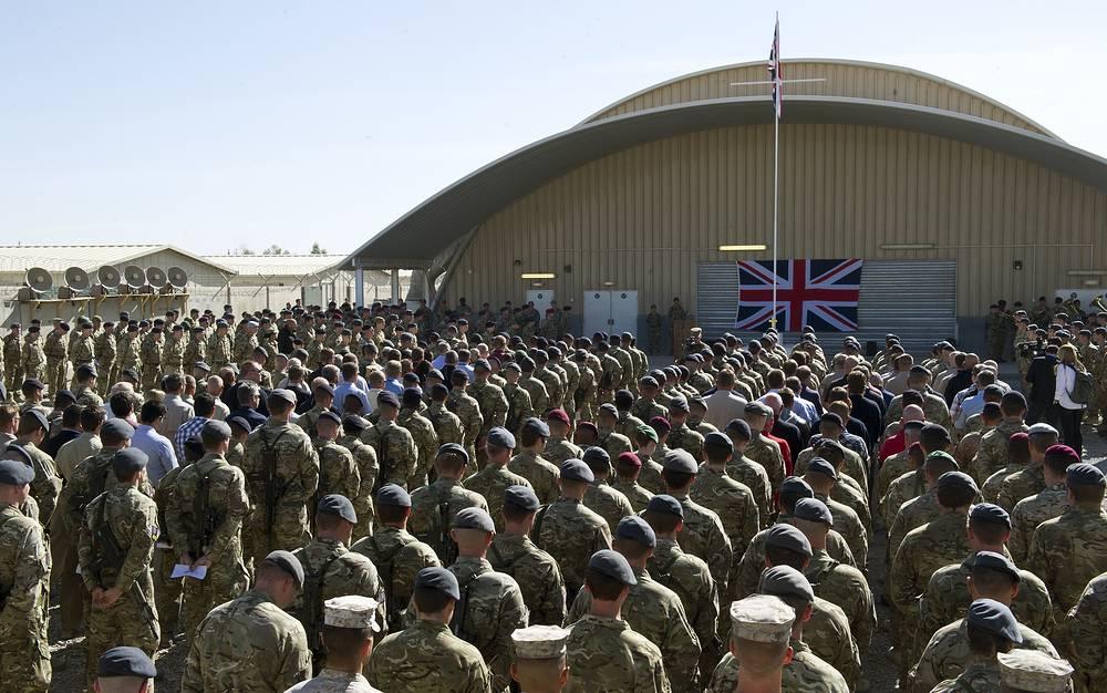 Британские солдаты во время поминальной службы в память о павших во время Первой мировой войны. Кандагар, Афганистан, 9 ноября 2014 года