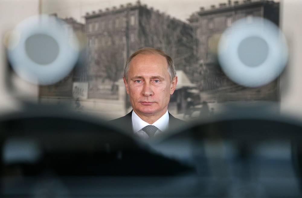 Владимир Путин во время телемоста