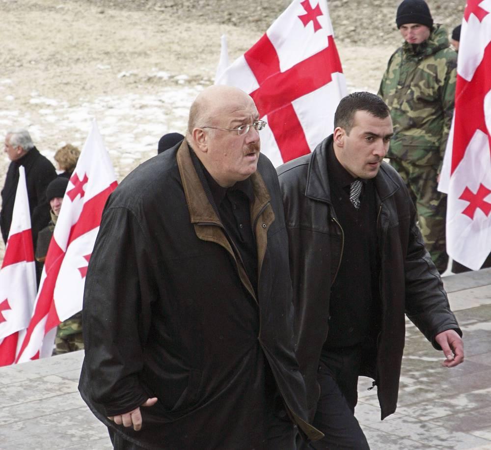 Каха Бендукидзе на похоронах премьер-министра Грузии Зураба Жвания, 2005 год