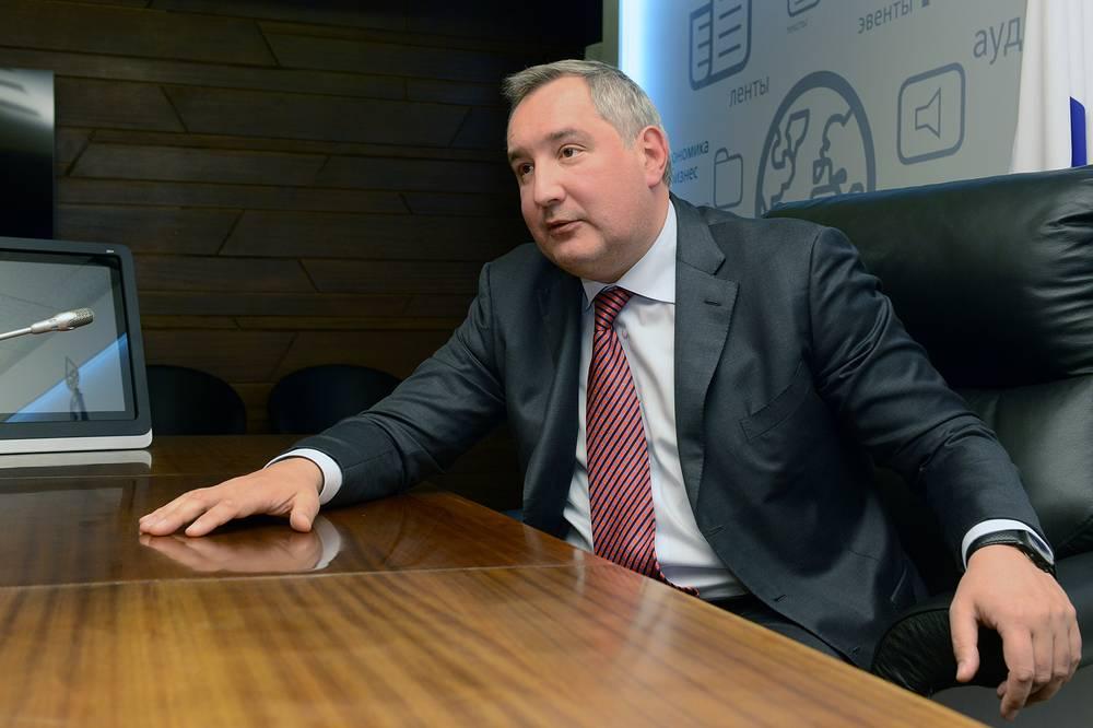 """Вице-премьер Дмитрий Рогозин 30 июля: """"Я не думаю, что это выгодно французскому президенту, это вызовет колоссальный кризис на соответствующей верфи, придется платить неустойку, ибо это все оговорено контрактом"""""""