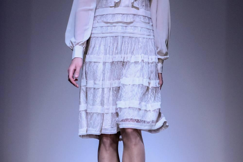 Вторая коллекция, представленная на суд публике — одежда от салона женской одежды Жак Верт (Jacgues Vert). На фото: показ моделей от салона
