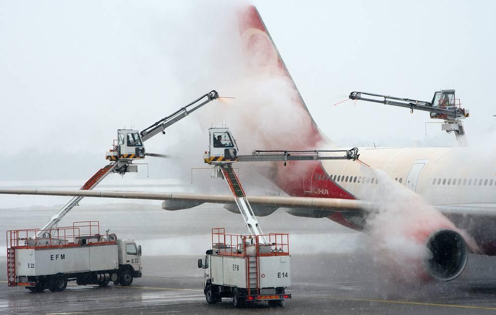 Более 150 рейсов отменены из-за снегопада в аэропорту Мюнхена, январь 2013 года