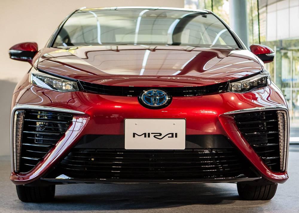 Toyota Mirai с водородным двигателем. Поступит в продажу в Японии 15 декабря