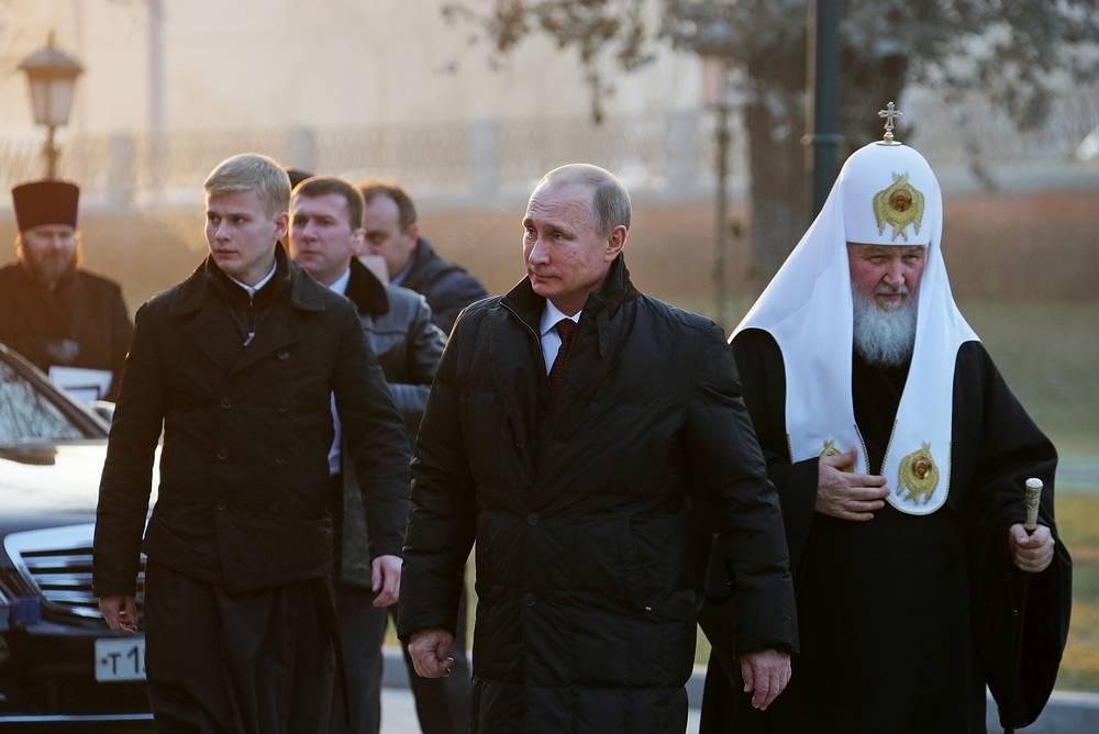Президент РФ Владимир Путин принял участие в церемонии открытия памятника императору Александру I