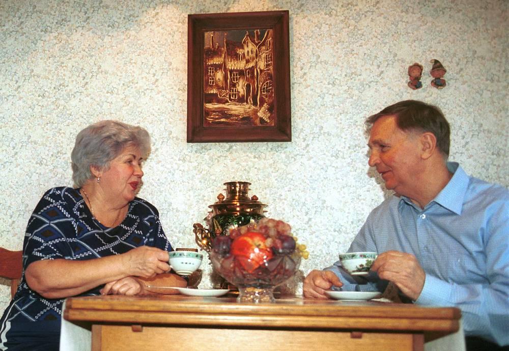 Виктор Тихонов с женой Татьяной. 2001 год