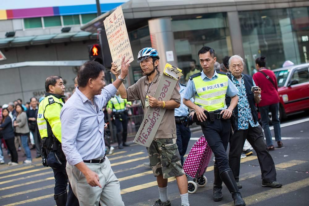 """Неделю назад по решению суда также были расчищены участки улиц, прилегающие к 33-этажному офисному зданию """"Сивик"""""""
