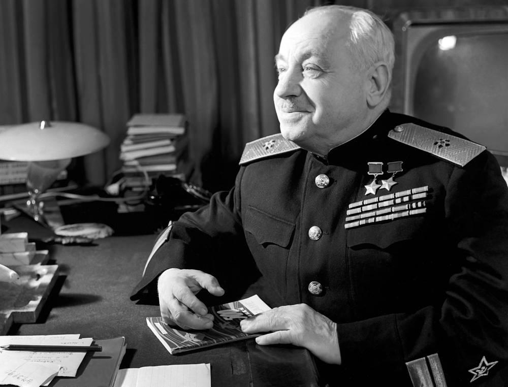 После экспедиции Иван Папанин работал начальником Главсевморпути, с 15 октября 1941 года - уполномоченным Государственного комитета обороны по перевозкам на Белом море