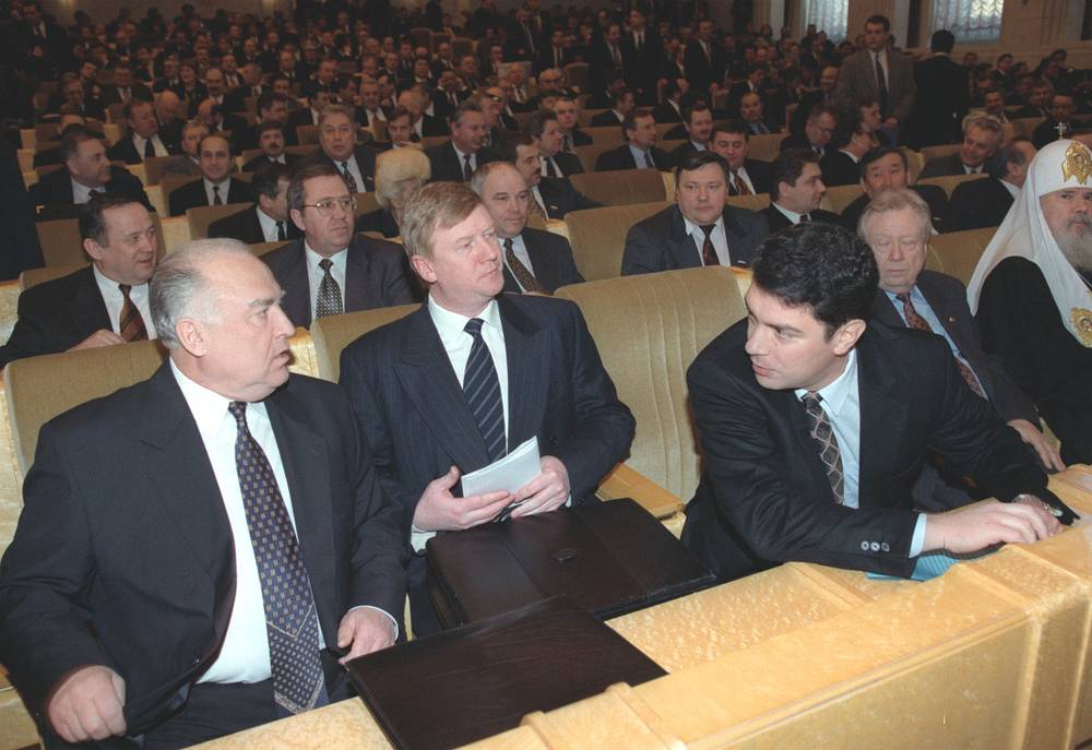 В феврале 1998 года Ельцин подводил итоги прошедшего года, который назвал годом политической стабильности. На фото: премьер-министр РФ Виктор Черномырдин и первые вице-премьеры Анатолий Чубайс и Борис Немцов во время выступления президента РФ, 17 февраля 1998 года
