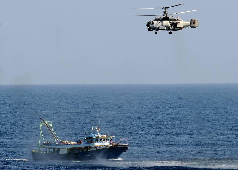 Корабельный противолодочный вертолет типа Ка-27 предназначен для решения задач противолодочной обороны флота с базированием на кораблях различного класса, в том числе на авианесущих кораблях. Ка-27 способен обнаруживать современные подводные и надводные цели, передавать данные о них на корабельные и береговые пункты слежения, а также атаковать их с применением бортового вооружения