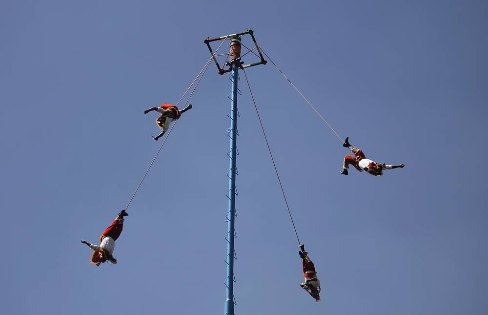 Воладорес - мексиканский ритуальный танец-игра, в списке объектов ЮНЕСКО с 2009 года