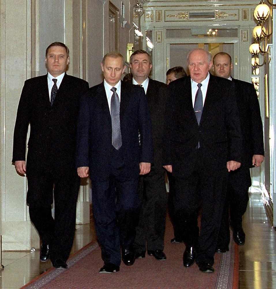 Премьер-министр Михаил Касьянов, президент РФ Владимир Путин, председатель Госдумы Геннадий Селезнев, председатель Совфеда Егор Строев