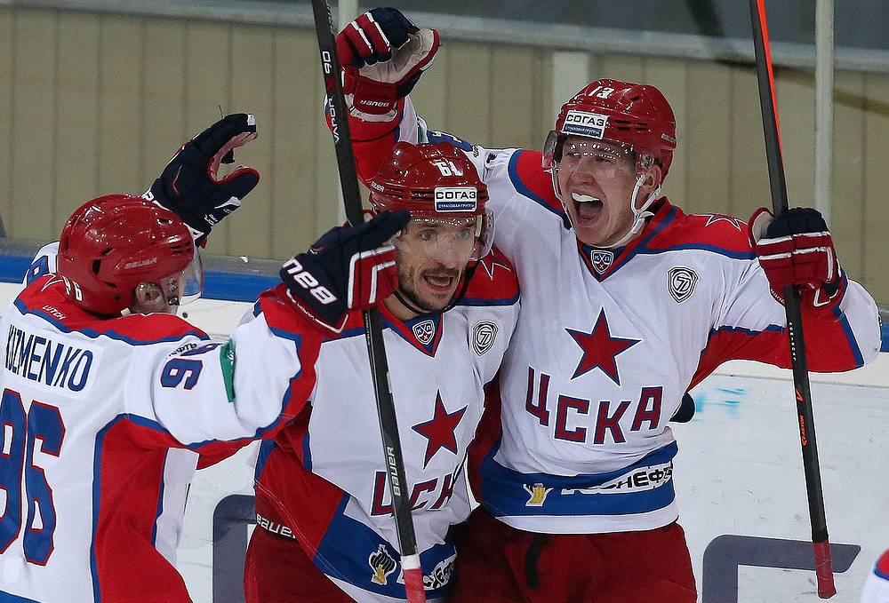 Игроки ЦСКА Андрей Кузьменко, Игорь Волков и Роман Любимов (слева направо)