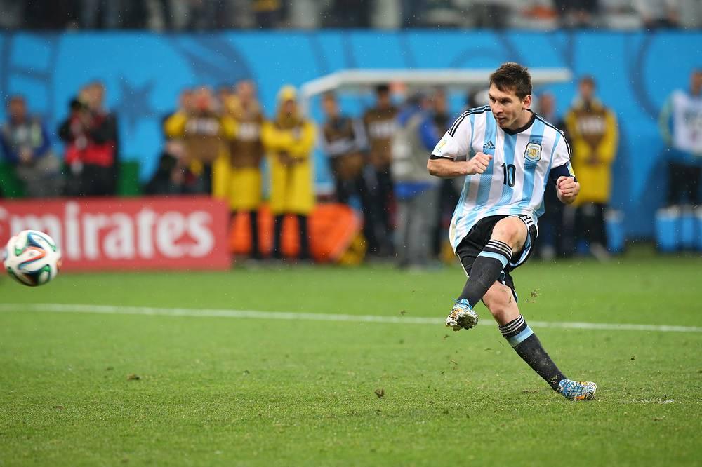 В составе сборной Аргентины Лионель Месси дошел до финала чемпионата мира, где южноамериканцы уступили команде Германии (0:1 ДВ)