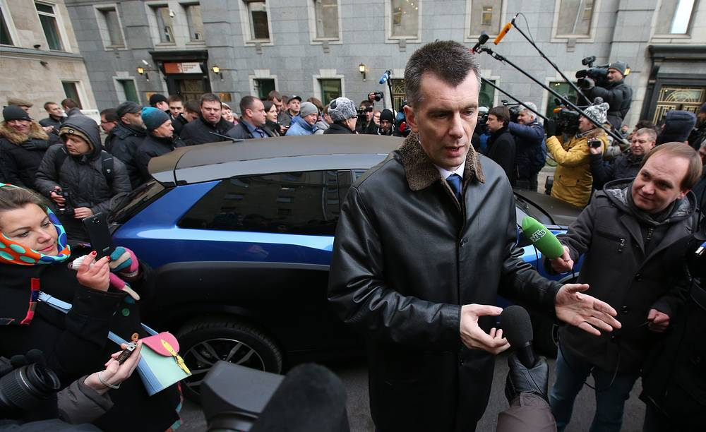 """Таким образом, Михаил Прохоров сдержал обещание, данное в 2012 году - подарить вице-спикеру """"ё-мобиль"""""""