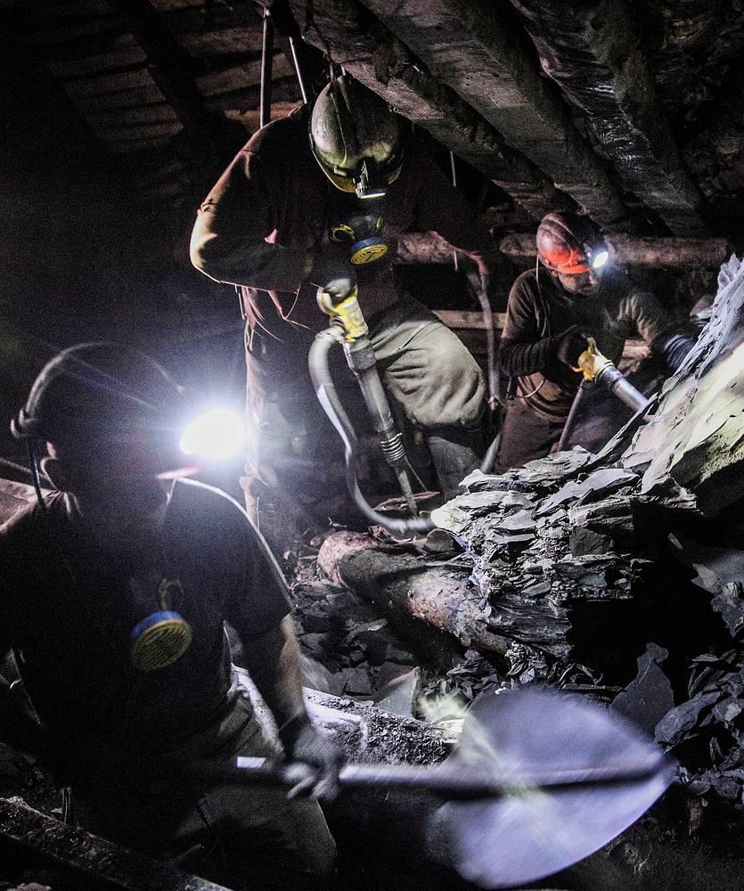 """Чтобы вернуть шахту к работе, пришлось ее разминировать. На фото: шахта """"Коммунарская № 22"""""""