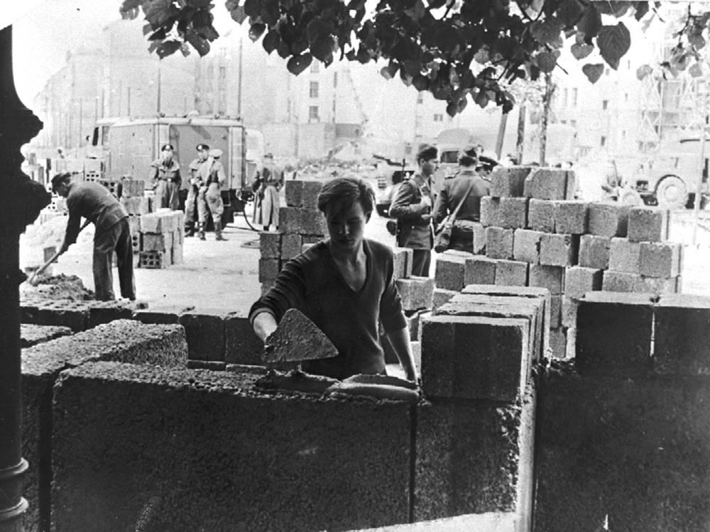 13 августа 1961 года началось возведение стены между Западным и Восточным Берлином
