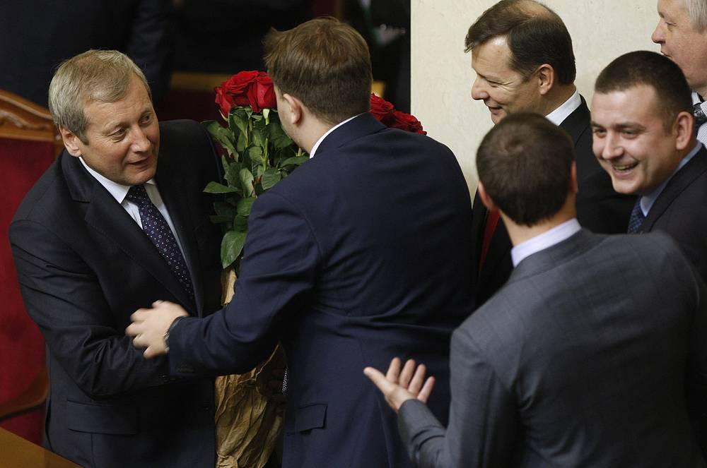 Вице-премьер Украины Валерий Вощевский (слева) на заседании Верховной рады