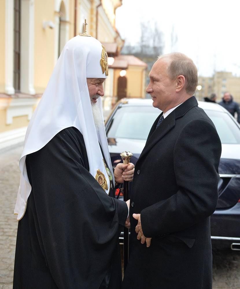 Патриарх Московский и Всея Руси Кирилл и президент РФ Владимир Путин во время встечи в Царском Селе