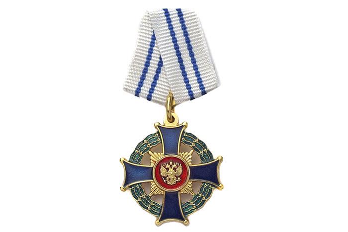 """Знак ордена """"Родительская слава"""" из серебра с позолотой. Уникальной особенностью является парность этого знака. Награждаются сразу двое - отец и мать"""
