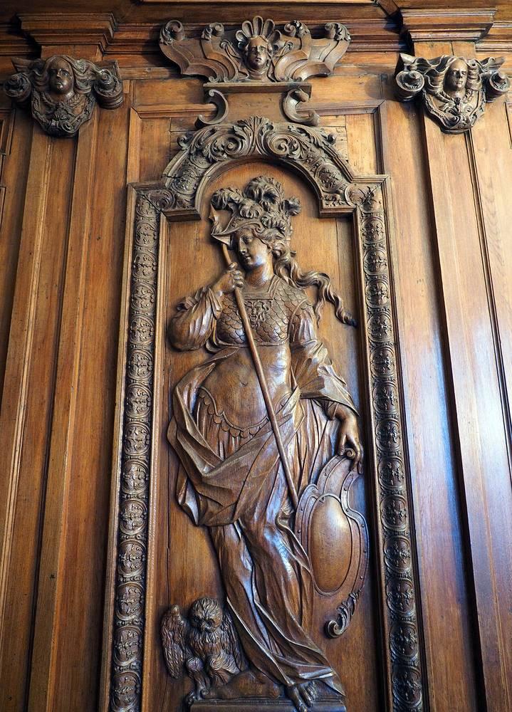 Барельеф в Летнем дворце