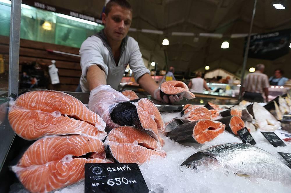 Норвежская семга (в 2013 году доля рыбы и морепродуктов, ввезенных из подвергнутых санкциям стран, в годовом потреблении в РФ составила 13,3%)