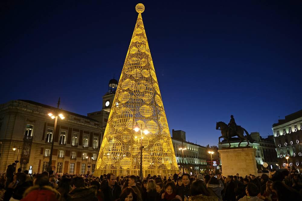 Площадь Пуэрта-дель-Соль в Мадриде, Испания
