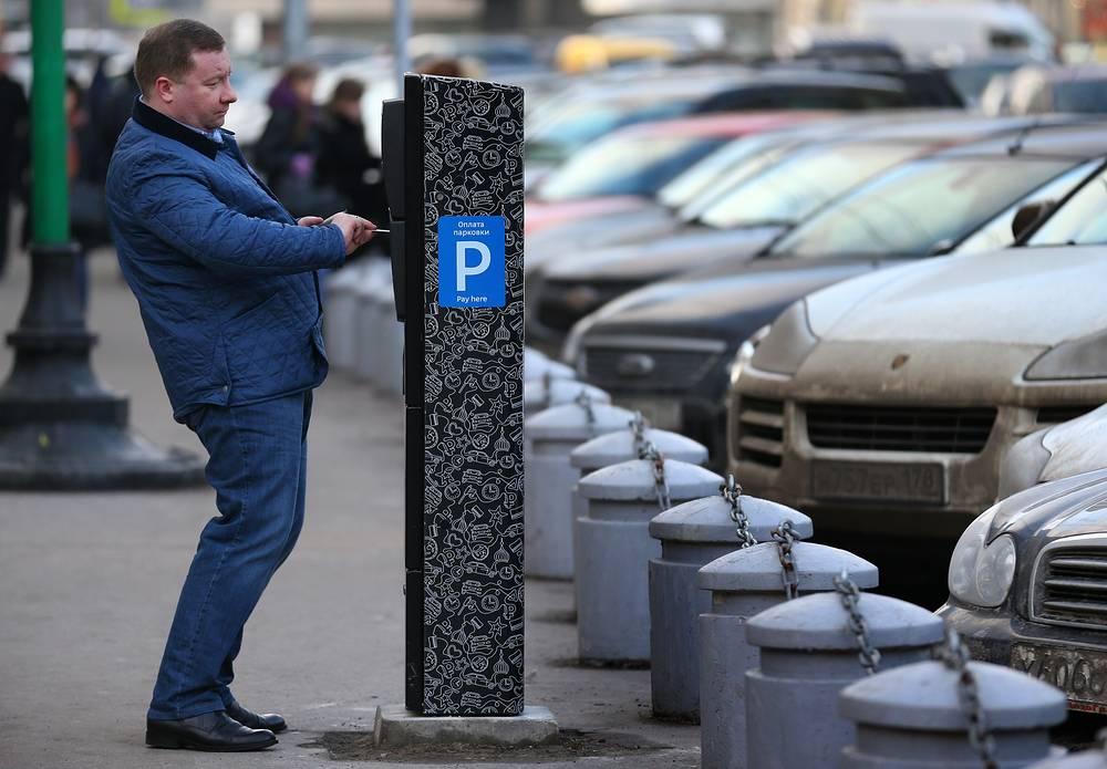 В зоне платной парковки на территории от Бульварного до Садового кольца