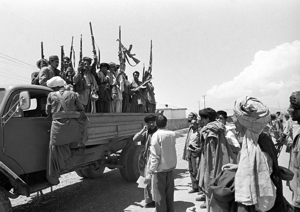 Члены комитета защиты революции выезжают на ликвидацию банды. 1979 год