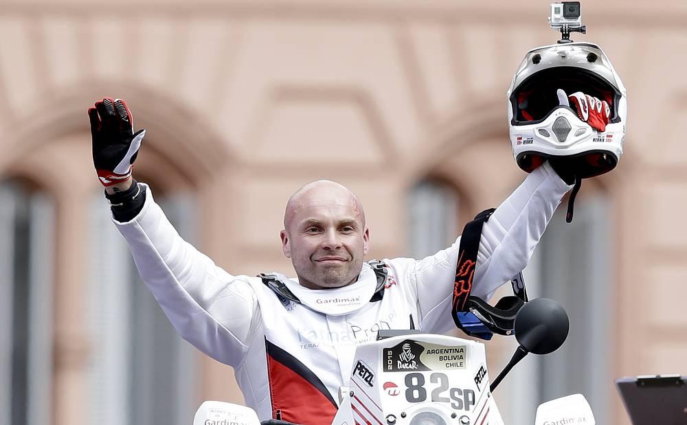 Польский мотогонщик Михал Херник погиб во время третьего этапа ралли-марафона. Тело 39-летнего спортсмена из команды KTM было найдено на 206-м километре маршрута этапа ралли, который пролегал между населенными пунктами Сан-Хуан и Чилесито