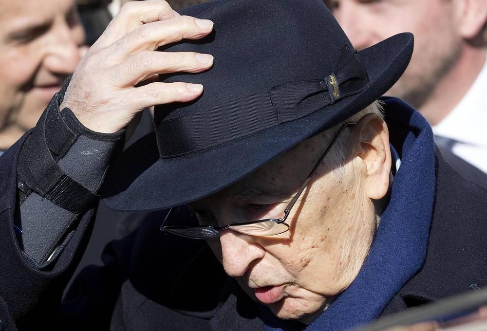 14 января президент Италии Джорджо Наполитано подал в отставку. 89-летний глава государства был избран на второй семилетний срок в апреле 2013 года, но с самого начала не скрывал намерения досрочно сложить полномочия