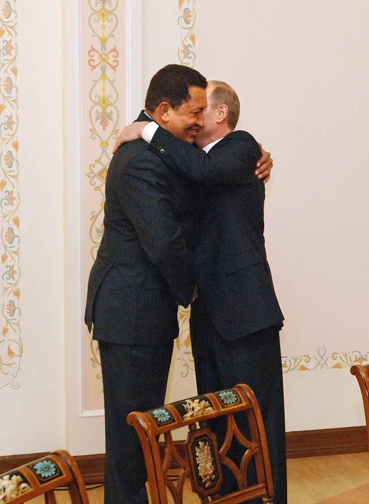 """Президент Венесуэлы Уго Чавес и премьер-министр РФ Владимир Путин на встрече в резиденции """"Ново-Огарево"""", 2008 год"""